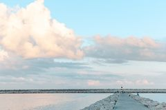 Leuchtturm auf dem Horizont lizenzfreies stockbild