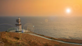 Leuchtturm auf dem Ozeanstrand Stockfoto