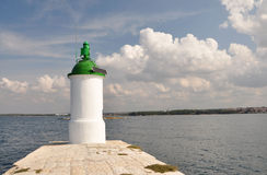 Leuchtturm auf dem Pier. Stockbilder