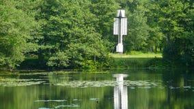 Leuchtturm auf dem Ufer stock footage