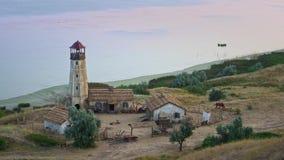 Leuchtturm auf der Küste stock footage