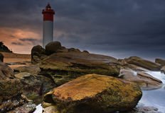 Leuchtturm auf Felsen Lizenzfreies Stockfoto
