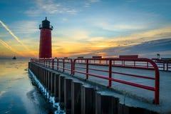 Leuchtturm auf Michigansee bei Sonnenaufgang Lizenzfreies Stockfoto