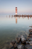Leuchtturm auf Neusiedler sehen stockfotografie