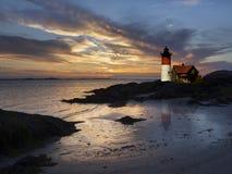 Leuchtturm bei Sonnenuntergang Stockfotos