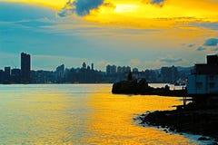 Leuchtturm bei Sonnenuntergang in Yau Tong Lei Yue Mun stockfotografie