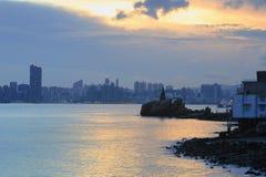 Leuchtturm bei Sonnenuntergang in Yau Tong Lei Yue Mun lizenzfreies stockfoto