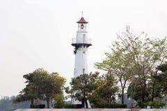 Leuchtturm bei Wat Niwetthammaprawat lizenzfreie stockbilder