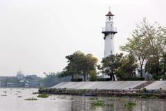 Leuchtturm bei Wat Niwetthammaprawat stockbilder