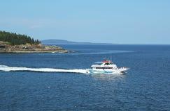 Leuchtturm bereist Boot an der Franzose-Bucht Stockfotos