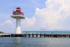 Leuchtturm der chinesischen Art im tropischen Meer in Thailand Lizenzfreies Stockbild