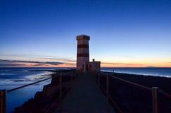 Leuchtturm in der Dämmerung bei Gardur, Island Stockfoto