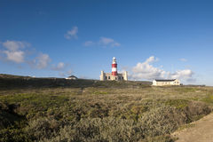 Leuchtturm des Umhangs Agulhas, Südafrika. Lizenzfreie Stockfotografie