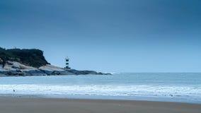 Leuchtturm durch das Meer stock video footage