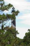 Leuchtturm durch die Bäume stockbild