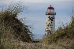 Leuchtturm durch die Dünen Stockbild