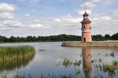 Leuchtturm in einem See Stockbilder