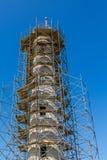 Leuchtturm eingewickelt im Baugerüst Lizenzfreies Stockbild