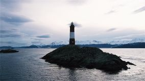 Leuchtturm am Ende der Welt, in Ushuaia, Spürhund-Kanal, Argentinien stock video footage
