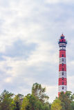Leuchtturm gegen einen blauen Himmel Stockbilder