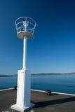 Leuchtturm im Fährhafen lizenzfreie stockfotografie