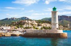 Leuchtturm im Hafen des Cassis lizenzfreies stockbild