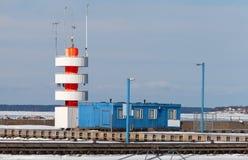 Leuchtturm im Pirita-Yachthafen Lizenzfreies Stockfoto