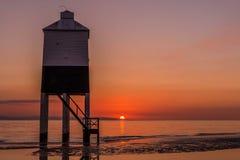 Leuchtturm im Sonnenuntergang Stockbild
