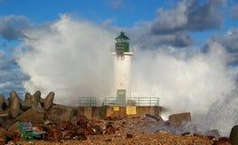 Leuchtturm im Sturm Stockbild