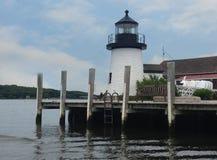 Leuchtturm am mystischen Seehafen Lizenzfreies Stockbild
