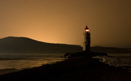 Leuchtturm nach Sonnenuntergang stockfotos