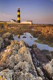Leuchtturm in Nordirland bei Sonnenuntergang Lizenzfreies Stockfoto