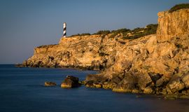 Leuchtturm Portinatx - später Abend Punta Moscarter stockbild