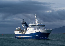 Leuchtturm Seltjarnarnes-Hafen-Fischereifahrzeug Island Stockbilder