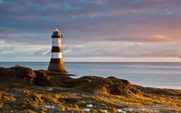 Leuchtturm am Sonnenaufgang Lizenzfreie Stockbilder