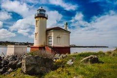 Leuchtturm und blauer Himmel Stockfotografie