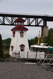 Leuchtturm und Brücke Stockbilder