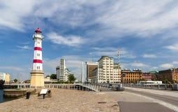 Leuchtturm und Brücke in Malmö, Schweden Stockfoto