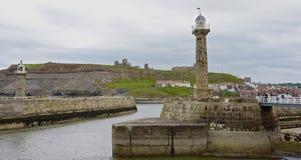 Leuchtturm und Hafen Whitby Stockfoto