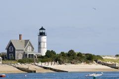 Leuchtturm und Haus am Cape Cod Stockfotografie