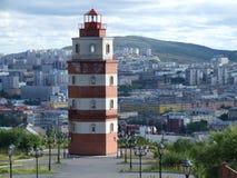 Leuchtturm- und Murmansk-Stadtpanorama Lizenzfreies Stockbild