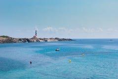 Leuchtturm und Seeküste des Favaritx-Bereichs in Menorca-Insel stockfoto