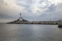 Leuchtturm und Wasser Stockfotos