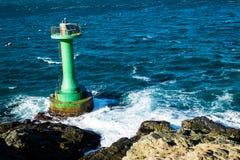 Leuchtturm und Welle Lizenzfreies Stockbild