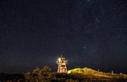 Leuchtturm unter den Sternen Lizenzfreies Stockfoto