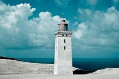 Leuchtturm, weißer Sand und Meer Lizenzfreie Stockbilder
