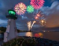 Leuchtturmfeuerwerke lizenzfreie stockfotos