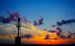 Leuchtturmschattenbild bei Sonnenuntergang in Alghero Lizenzfreie Stockfotografie