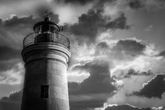 Leuchtturmsonnenunterganggewinn Schwarzweiss stockbilder