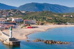 Leuchtturmturm im Hafen von Propriano, Korsika Stockfoto